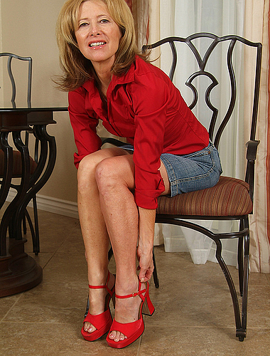 Smoking Hot 57 Year Old Janet L Poses With Her Feet For The Camera