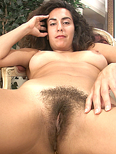 Sexy Liz brushes her thick bush