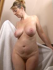 Sophie UK bubble bath fun