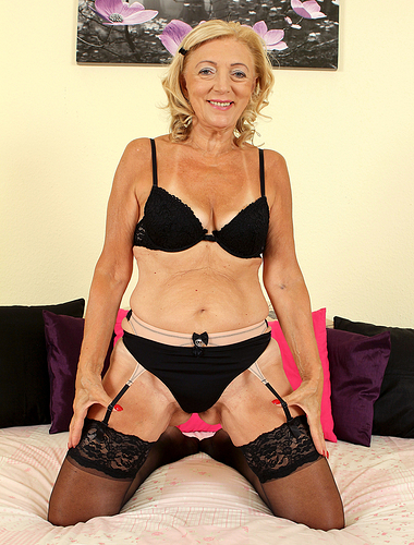 65 years old Kamilla from AllOver30 proving the existing ladies are sexy
