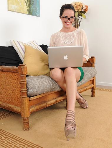 Nerdy MILF Bianca Breeze puts down her laptop to show you skin