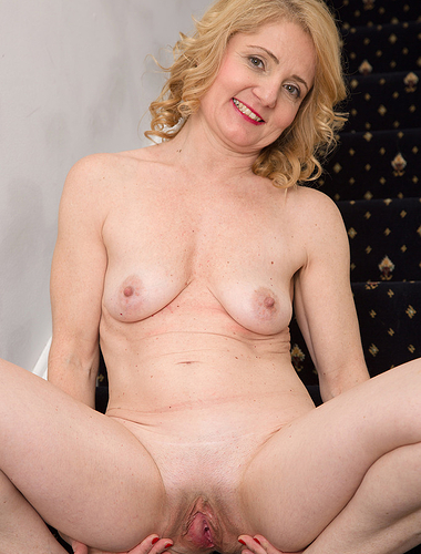 45 year old Isabelle B from AllOver30 spreads her mature ass here