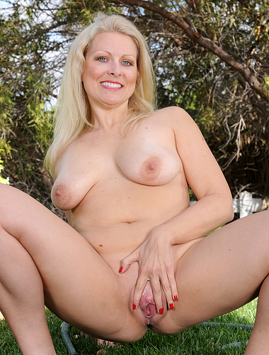36 year old Zoey Tyler spreading her pink pussy in the backyard grass